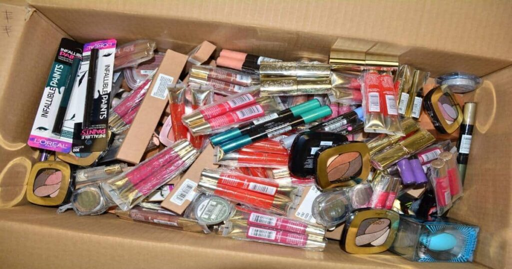 Cosmetic wholesale market in Lahore